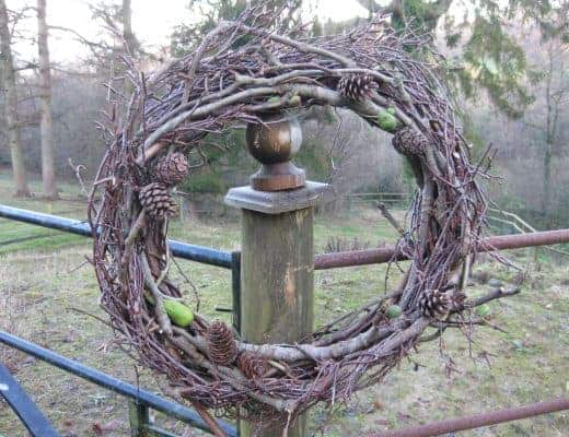 how to make willow christmas wreath