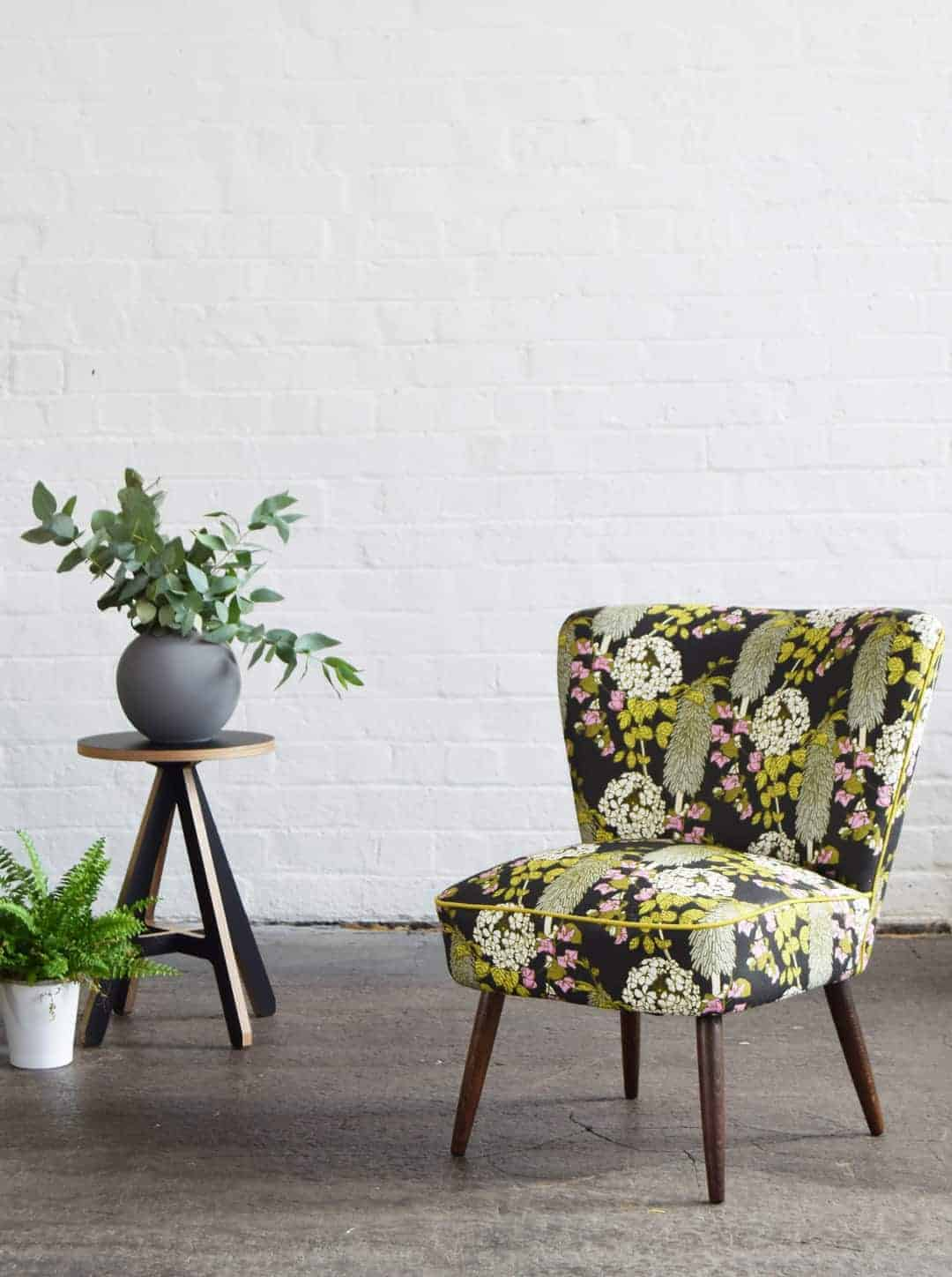love this simple chair reupholstered with bold floral linen fabric by Abigail Borg. Click through to get easy step by step DIY tutorial on how to upholster or upcyle your own chair and to find out more about this ethically produced fabric made in Britain as well as other beautiful fabrics you'll love