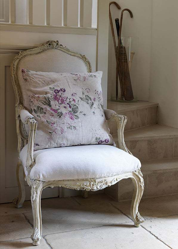 love this simple white linen upholstered french armchair by cabbages and roses. Click through to get easy step by step DIY tutorial on how to upholster or upcyle your own chair and to find out more about this ethically produced fabric made in Britain as well as other beautiful fabrics you'll love