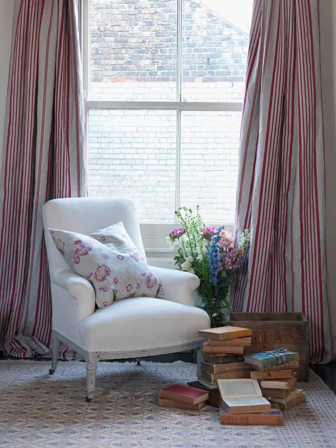 love this simple white linen upholstered armchair by Cabbages & Roses. Click through to get easy step by step DIY tutorial on how to upholster or upcyle your own chair and to find out more about this ethically produced fabric made in Britain as well as other beautiful fabrics you'll love