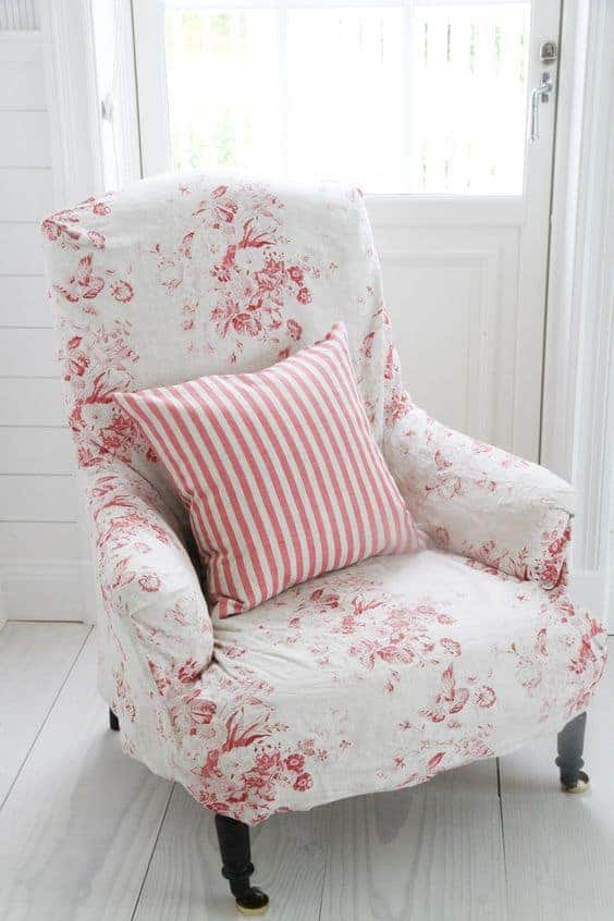 love this faded floral roses linen upholstered armchair slip cover by Cabbages & Roses. Click through to get easy step by step DIY tutorial on how to upholster or upcyle your own chair and to find out more about this ethically produced fabric made in Britain as well as other beautiful fabrics you'll love