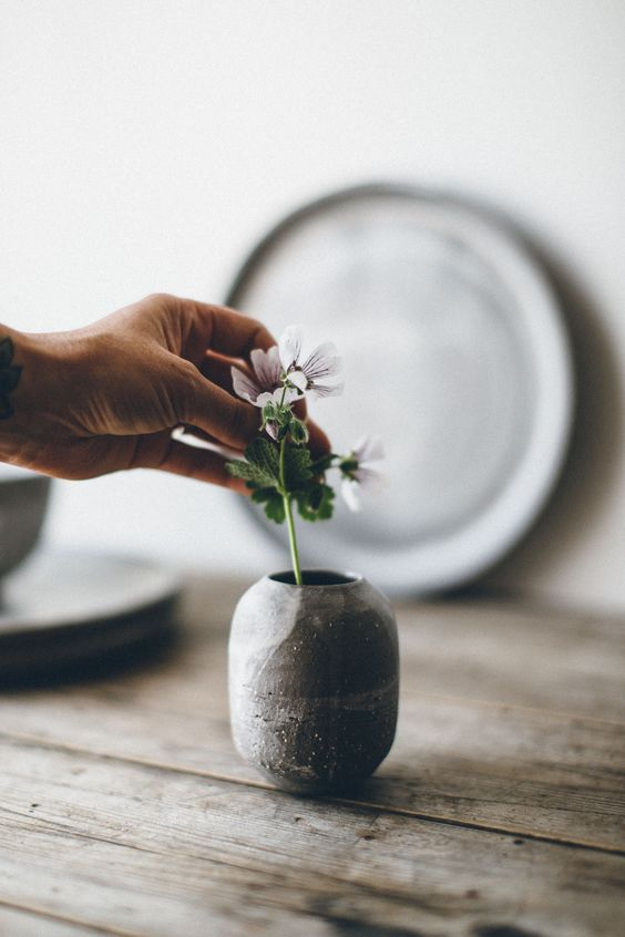 love this simple ceramic bud vase by The Future Kept. click through to discover more hand-picked loveliness in The Future Kept online shop as well as founder, Jeska Hearne's, local Hastings loves and simple pleasures