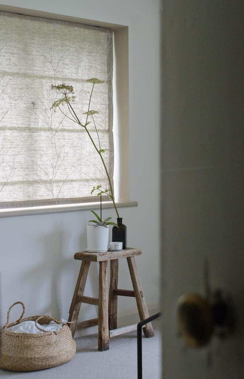 love my new linen roman blind custom made by ada and ina - you can buy this chervil white on natural linen fabrics as well as other beautiful fabrics if you'd prefer to make your own interlined roman blind - see the step by steps in this blog post for all the info you need to make your own - or simply order custom made by ada and ina in Kent #romanblind #linen #natural #roman #blind
