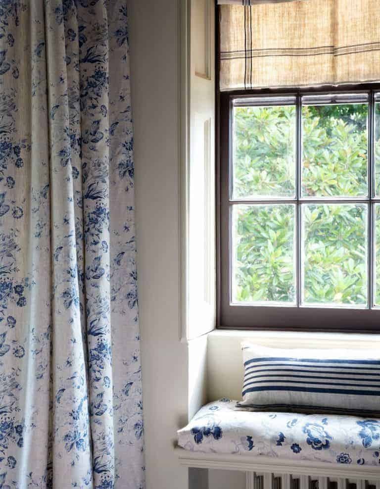 how to make a roman blind. Love how this simple linen stripe looks mixed with faded florals. Click through to get other great ideas you'll love