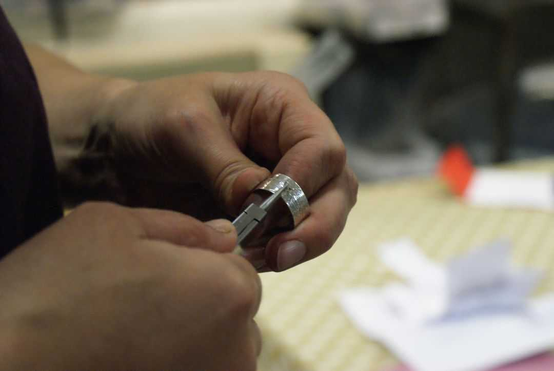 how to make an embossed silver ring