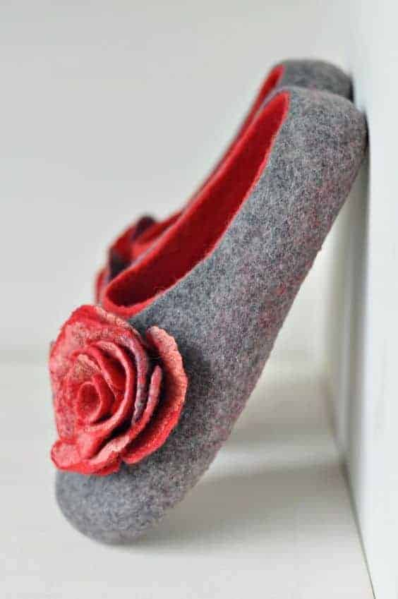 love these grey pink wool felt slippers with rose flower. Click through to find out how to make a pair of wool felted slippers with other beautiful ideas to try that you'll love to make - and wear!
