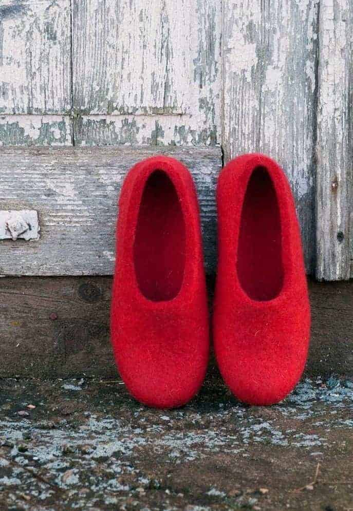 love these bright scarlet red wool felt slippers. Click through to find out how to make a pair of wool felted slippers with other beautiful ideas to try that you'll love to make - and wear!