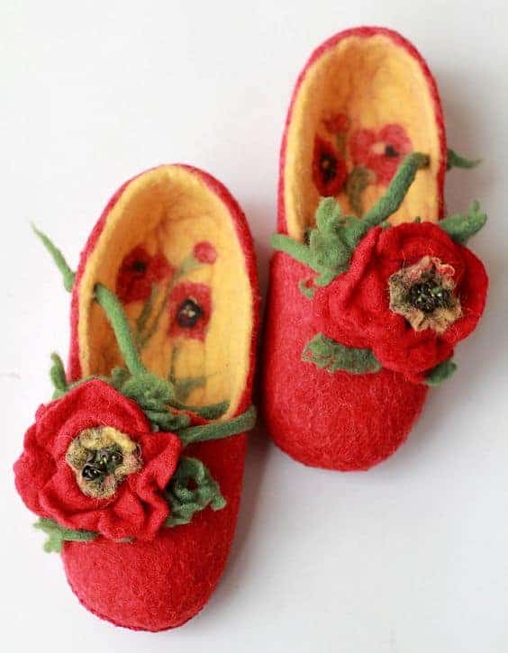 these red poppy flower wool felt slippers are a touch over the top for me, but i do love the idea of adding poppies to simple red wool felt slippers. Click through to find out how to make a pair of wool felted slippers with other beautiful ideas to try that you'll love to make - and wear!