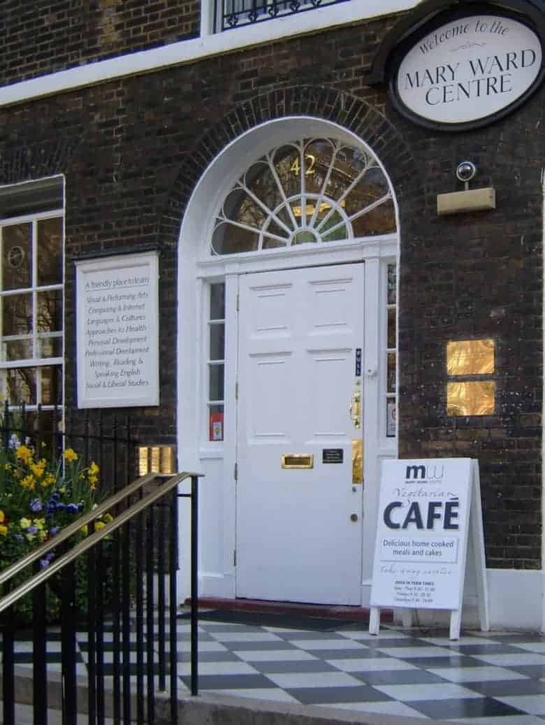 mary ward vegetarian cafe at the college centre in bloomsbury london a real england aesthetic and also one of the handpicked local favourites of ceramicist jo heckett whose studio in in this beautiful corner of London. Jo shares her favourite places to visit, cafes, local shops, green spaces and gardens perfect for soaking up the atmosphere of this historic corner of the capital #bloomsbury #london #englandaesthetic #afternoon #tea #local