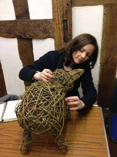 how to weave a willow pig