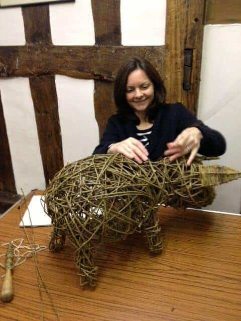 how to weave a willow piglet