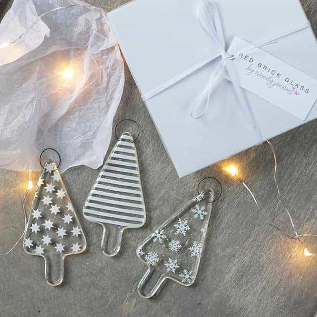 love these simple frosted glass christmas tree holiday decorations