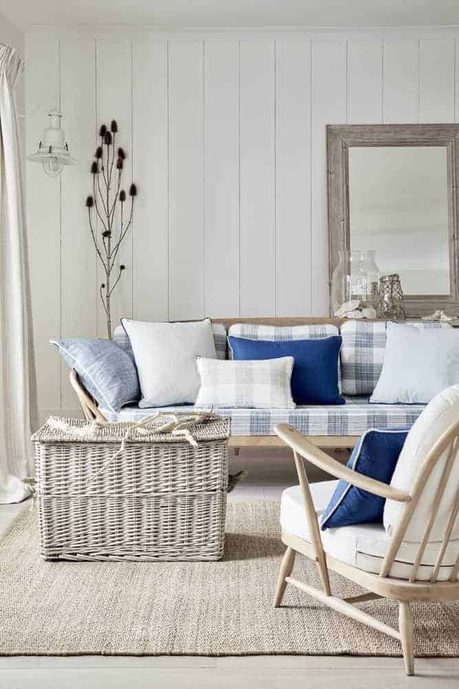 love this coastal stripe and gingham seaside interior by Ian Mankin. Click through for more details and for other coastal and seaside interiors ideas you'll love