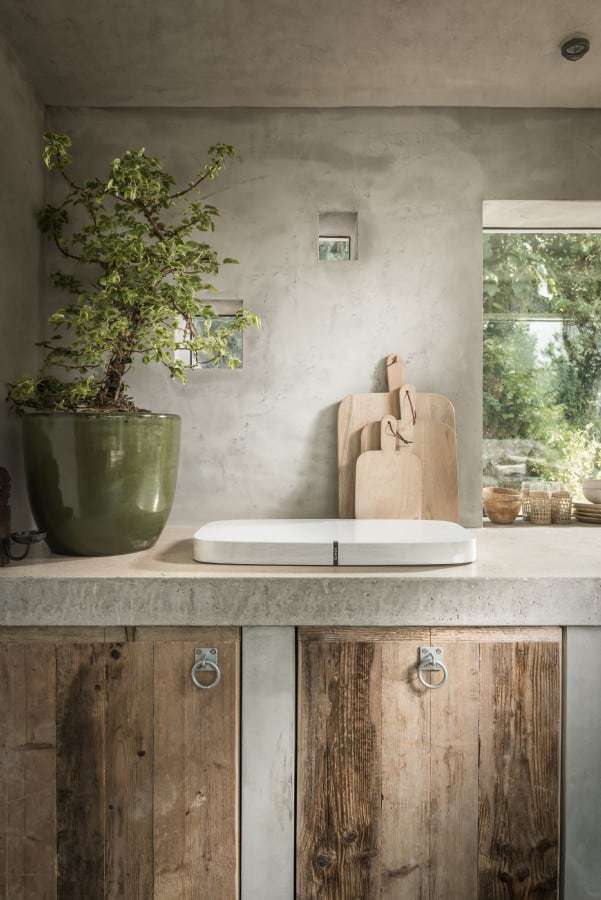 love this modern rustic coastal cottage kitchen wooden reclaimed units and wood chopping boards