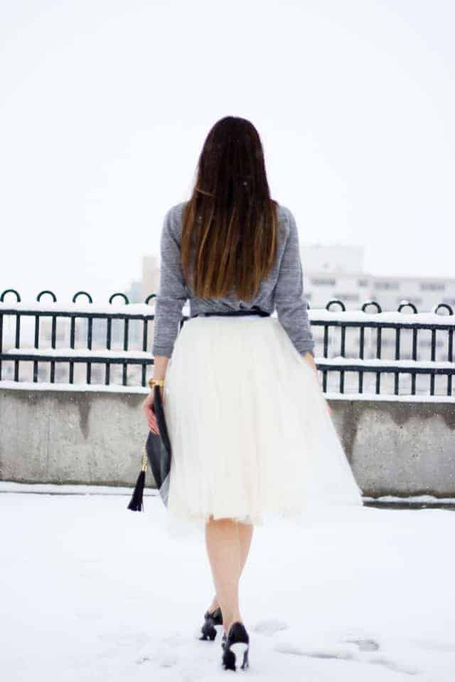 love this winter white tulle skirt teamed with grey jumper to wear at christmas and even in the snow... click through for simple step by step DIY tutorial to make this yourself as well as other great ideas for skirts to sew in minutes