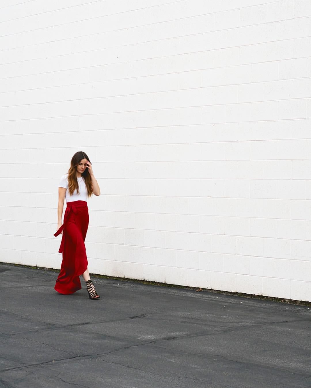 love this diy red maxi skirt by cotton and curls. Click through for easy to follow steps and video tutorial to make one yourself. as well as other great ideas for skirts to sew in minutes