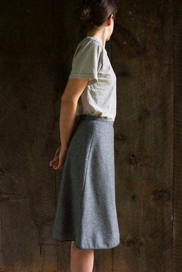 love this grey wool wrap skirt made with a pattern by Purl Soho. Click through to find out how to make this and other easy to make and beautiful skirts you'll love to wear
