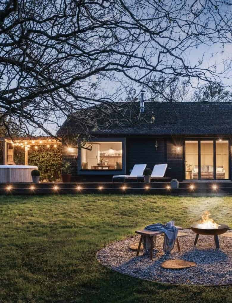 modern rustic terrace deck with hot tub and fire pit cabin style #modern #rustic #cabin #firepit #hottub