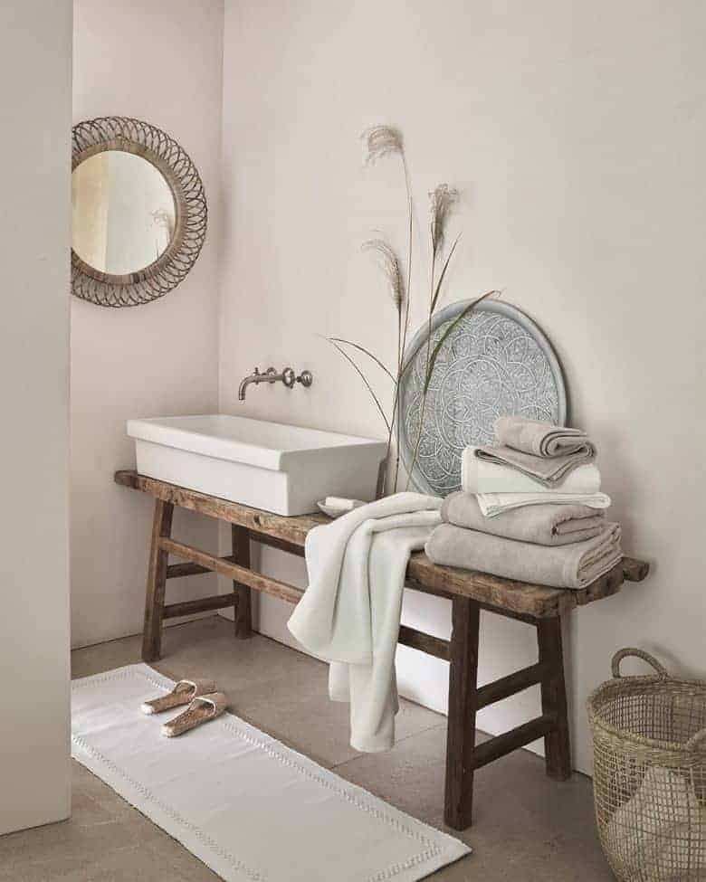 moder rustic bathroom rustic vintage elm bench as sink unit console with white towels and white company accessories #modern #rustic #bathroom #elm #bench #vintage
