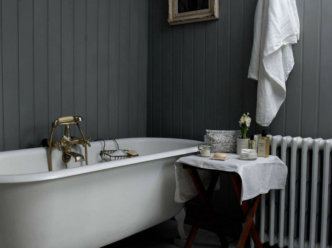 love this modern rustic grey and white bathroom. Click through for more ideas you'll love for creating the modern rustic look