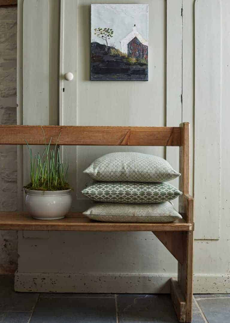 love this combination of apple green cushions by Damson & Slate and old church wooden bench. Simple rustic country styling that works. Click through for more ideas you'll love