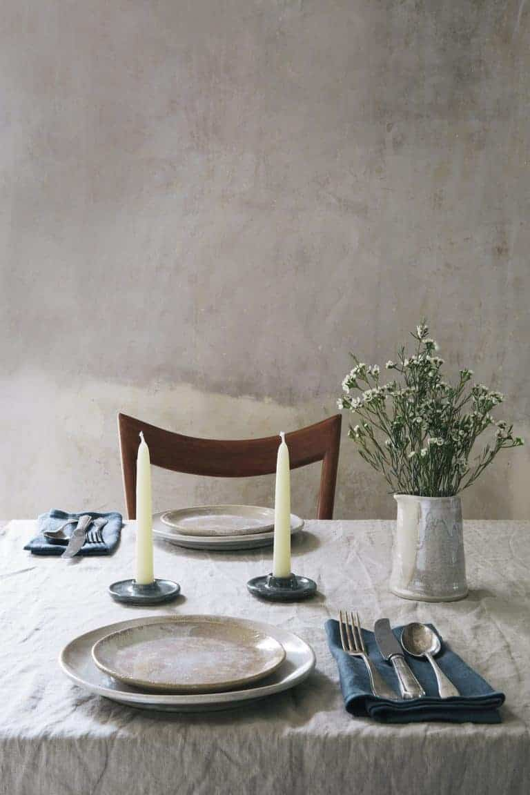 love this modern rustic dining table with linen cloth