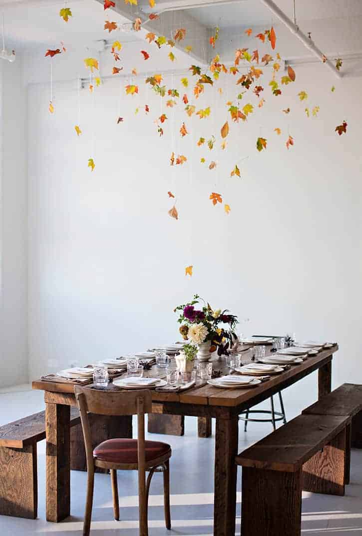 love this autumn leaves fall table decoration hanging single leaves to create a feeling of fall indoors just one of many inspiring autumn flowers arrangement ideas you'll love to create in your own home #autumn #leaves #flowers #arrangement #fall #frombritainwithlove