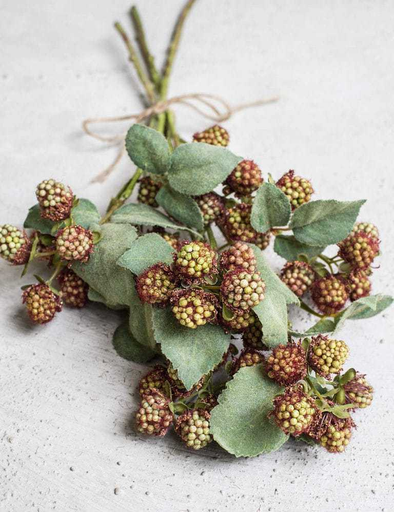 love these realistic seasonal faux mulberry berries on long stems by Philippa Craddock. Click through for details on where to buy them as well as other creative autumn flower arrangement ideas you'll love. #frombritainwithlove #mybritainwithlove #fauxflowers #autumnflowers #autumnflowerideas #fakeflowers