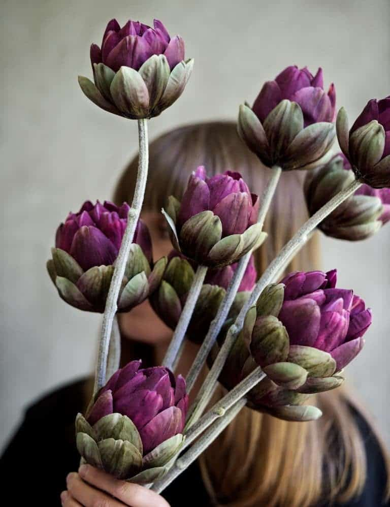 love these deep purple faux artichoke flower stems by Philippa Craddock. Click through for details on where to buy them as well as other creative autumn flower arrangement ideas you'll love. #frombritainwithlove #mybritainwithlove #fauxflowers #autumnflowers #autumnflowerideas #fakeflowers