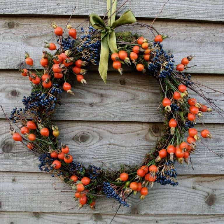 love this seasonal autumn wreath rosehips and viburnum berries. click through for more seasonal autumn flower arrangement ideas you'll love to make