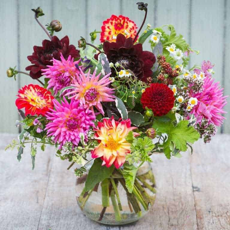 love these bright dahlias and seasonal autumn foliage and herbs by The Real Flower Company. click through for more utterly beautiful seasonal autumn flower arrangement ideas you'll love to make