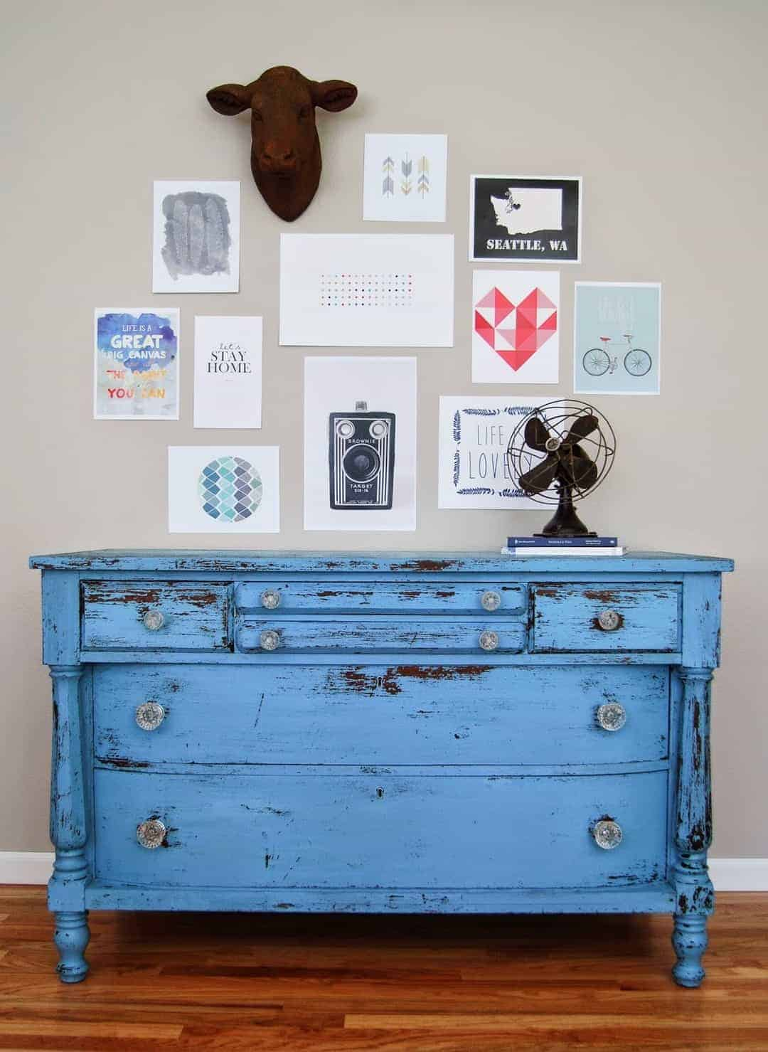 love this cornflower blue distressed painted chest of drawers using annie sloan chalk paint. click through for more painted furniture ideas you'll love including tips and ideas from annie sloan herself