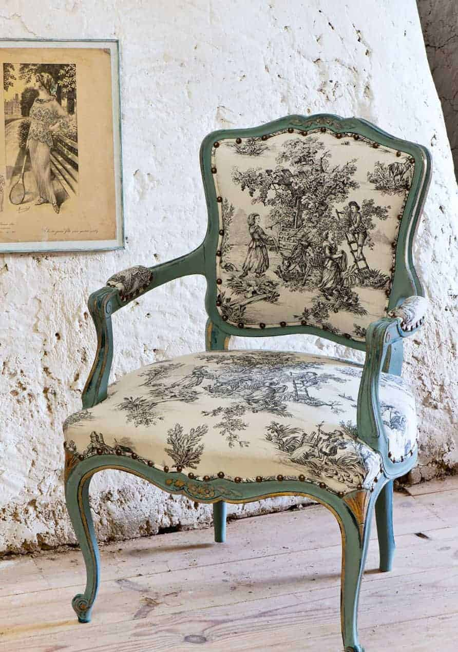 love this gilded painted and distressed rococo french chair in grey with annie sloan chalk paint. click through for more painted furniture ideas you'll love including tips and ideas from annie sloan herself