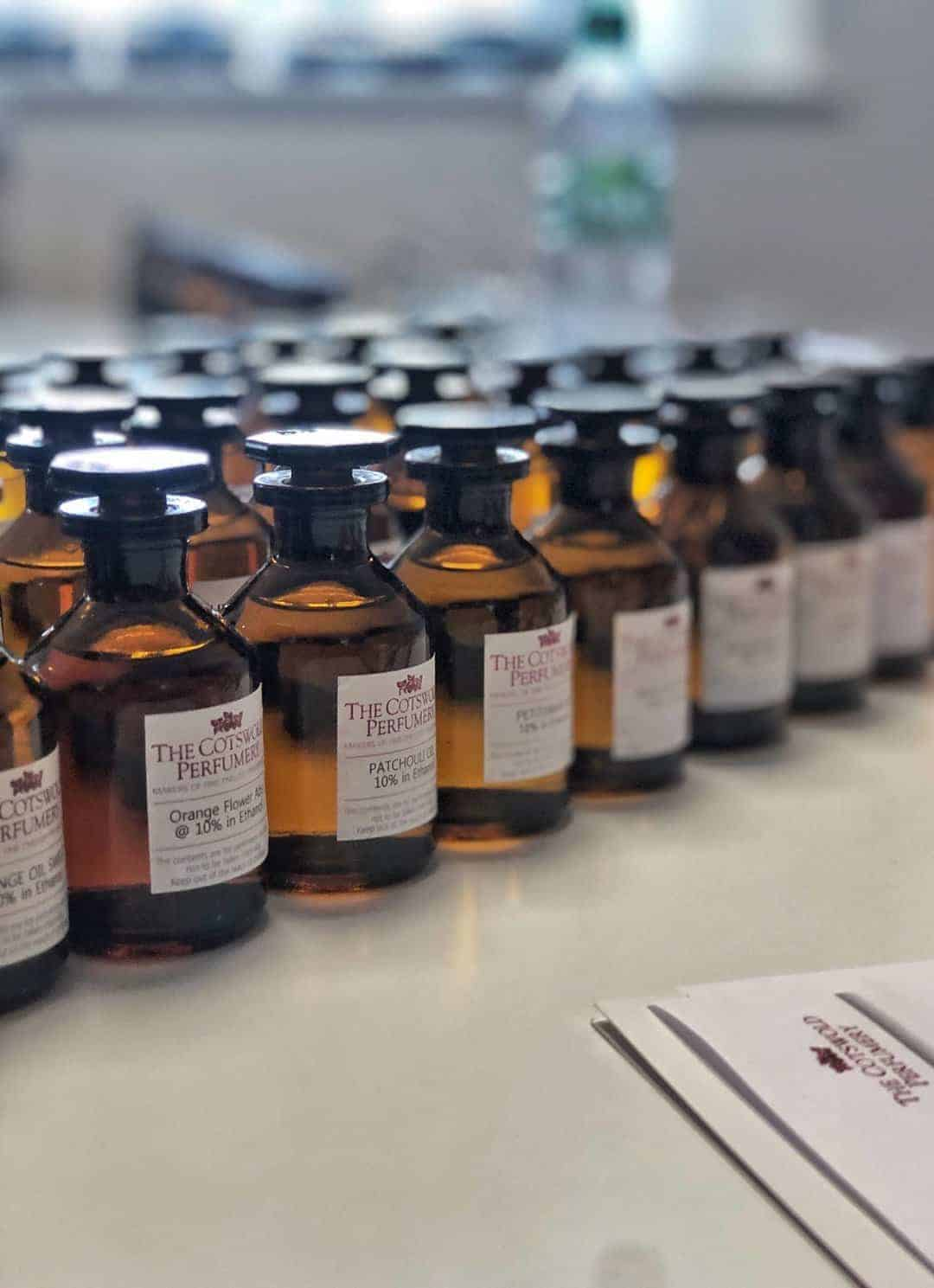 love making my own natural perfume using essential oils - click through to learn the basics with The Cotswold Perfumery as well as my own favourite blend of fragrant oils as well as simple DIY step by steps