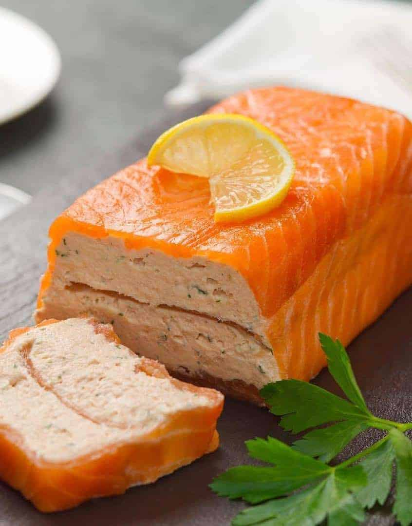 love this simple to make smoked salmon terrine recipe from Weald Smokery. Click through to get the recipe and also to find other easy festive food recipes