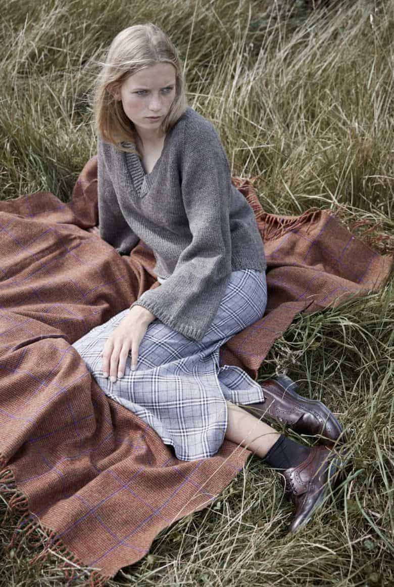 love izzy lane ethical knitwear made in England using rare breed wool in natural organic colours like this chunky knit cardigan. #ethicalfashion #knitting #handknitted #frombritainwithlove #cardigan