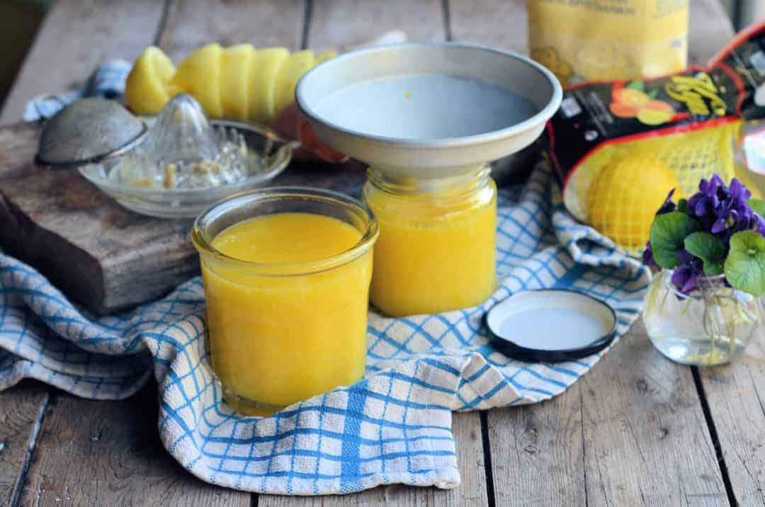 how to make homemade lemon curd. Click through for easy step by steps to creating your own jars of zesty breakfast heaven