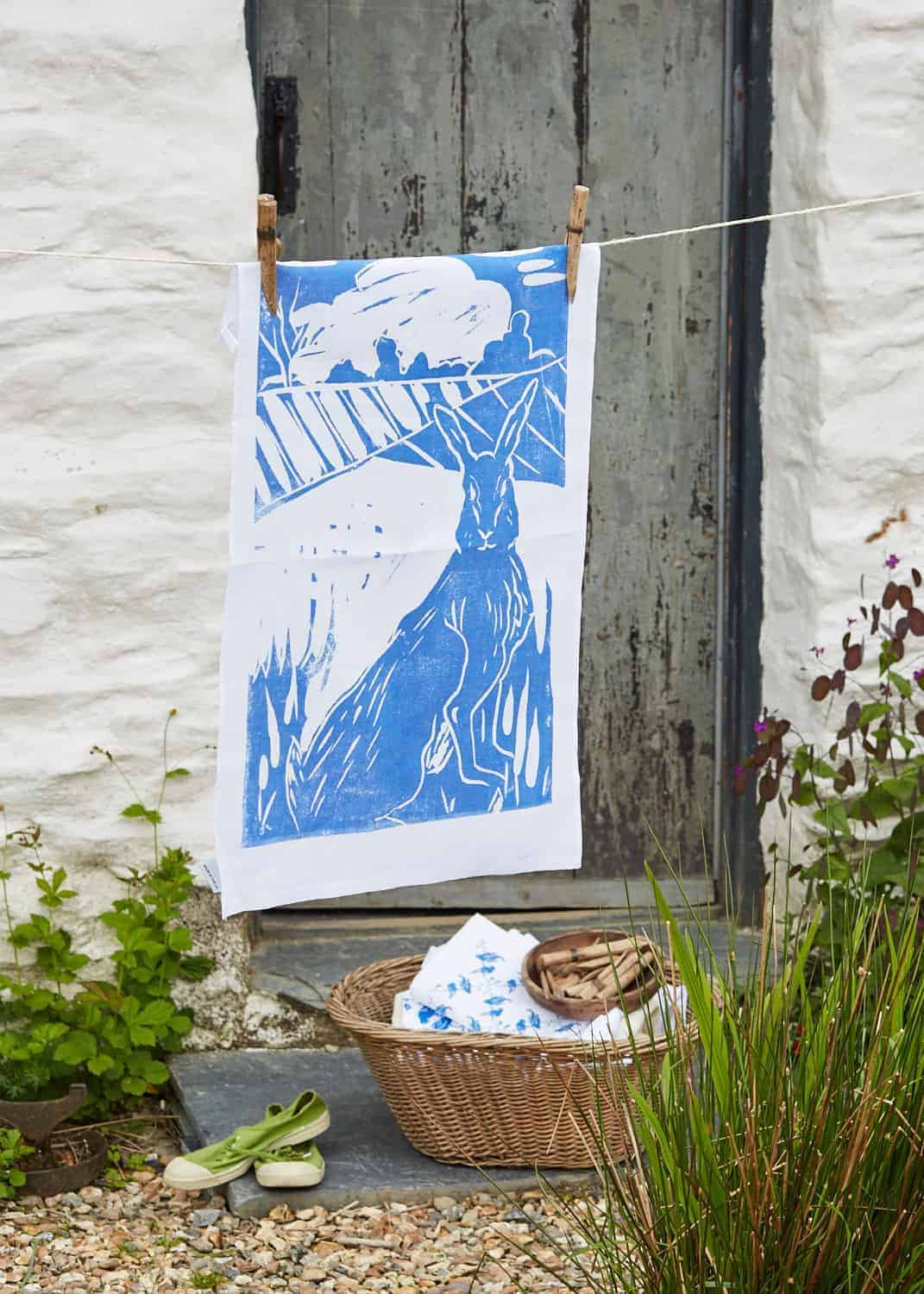 Love this rustic welsh farmhouse image for blue hare linen tea towel. Click through to get photorapher Yeshen Venema top 5 tips for creating great product photography