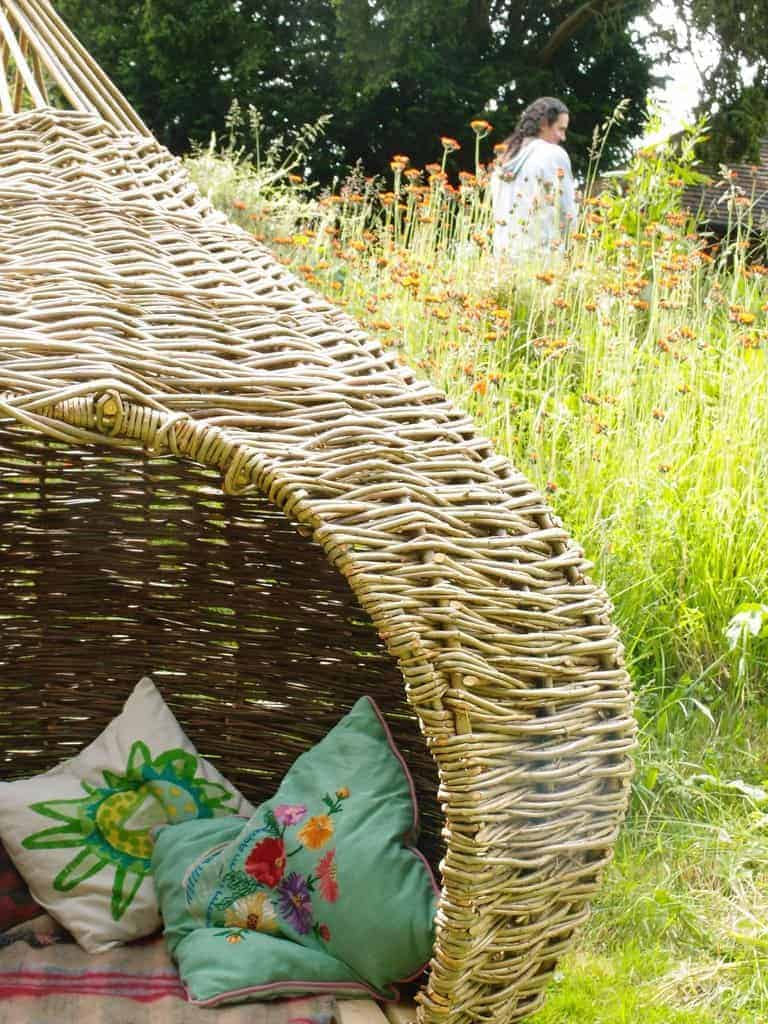 How great is this handwoven willow den by Judith Needham? Click through to discover our 5 must-have outdoor living essentials you'll love too