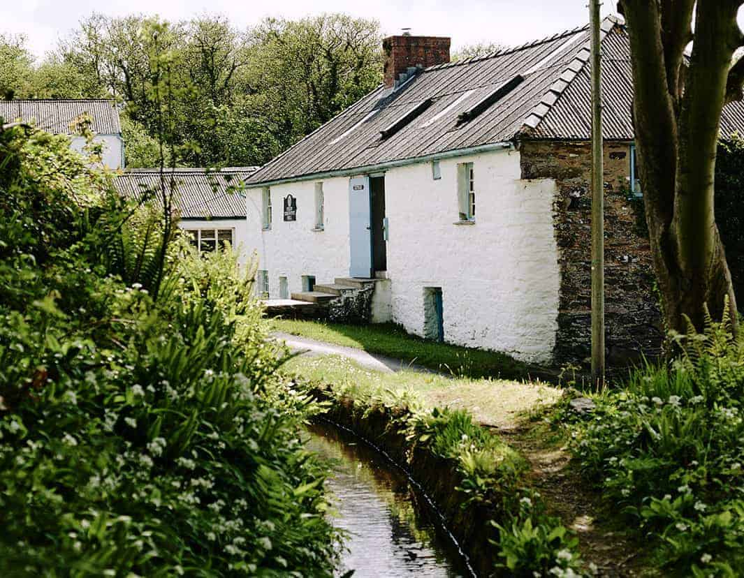 love melin tregwynt woollen mill in Wales. Click through to discover beautiful welsh blankets and other inspiring finds made in britain