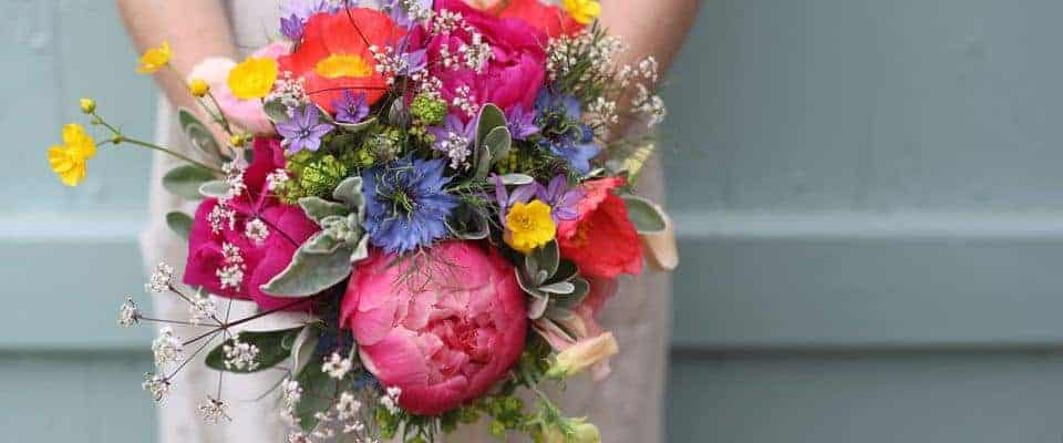 bright country wedding flowers bridal bouquet. Love the clashing red, purple, orange and yellow wild flowers and peonies. Click through for more individual and inspiring country wedding flowers ideas