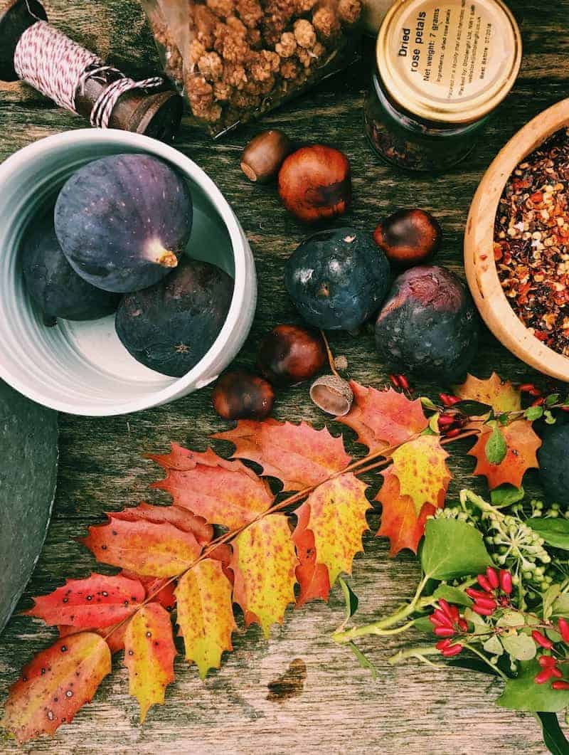how to create autumn flatlays with 5ftinf Consciously Creative. I share my homework from week 2 all about using texture