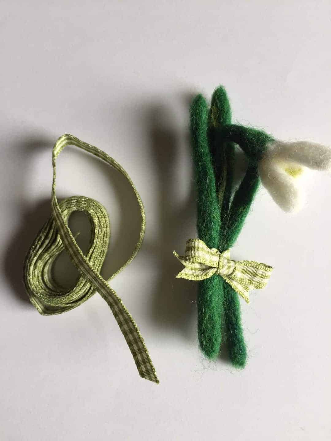 how to make a felted snowdrop