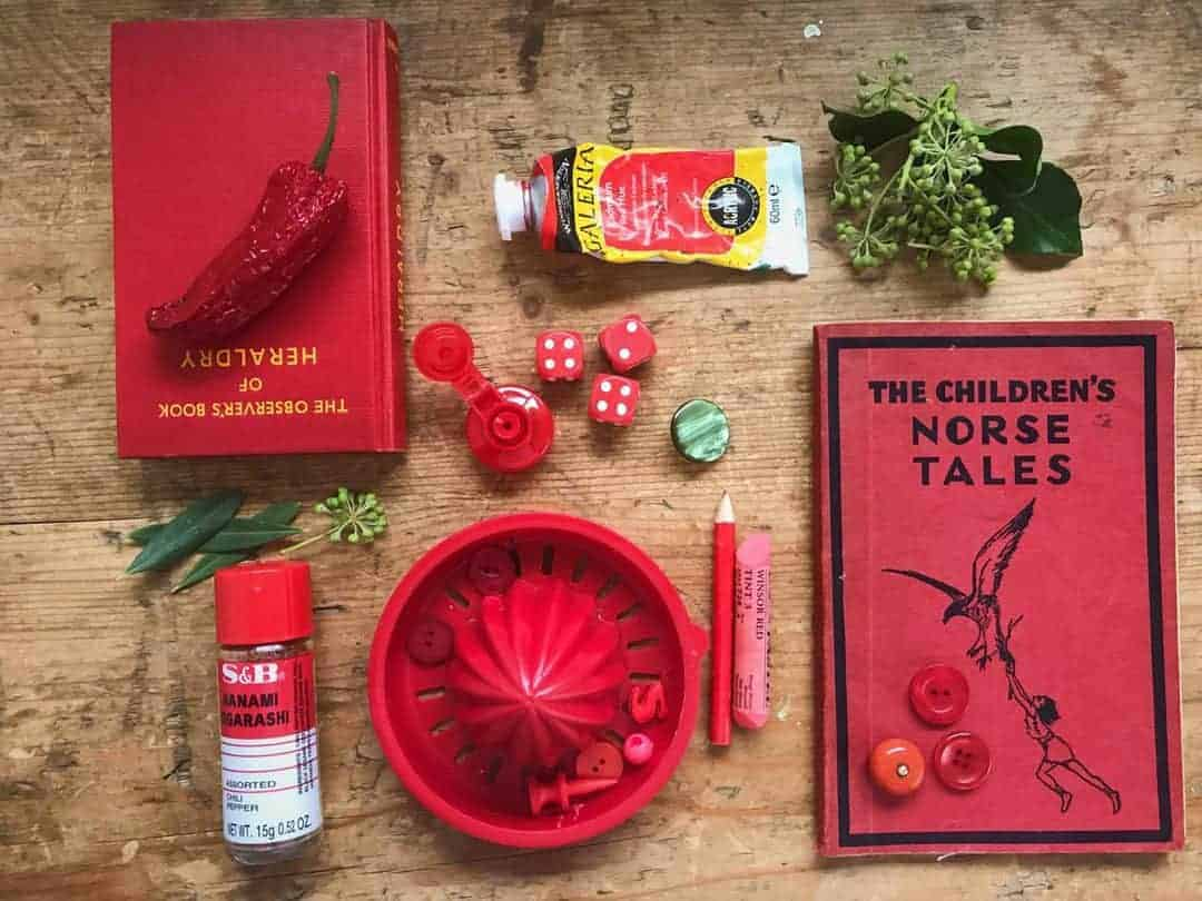 5ftinf red and green flatlay -click through to learn the tricks of the trade with Philippa Stanton - aka 5ftinf - on her inspirational Consciously Creative course