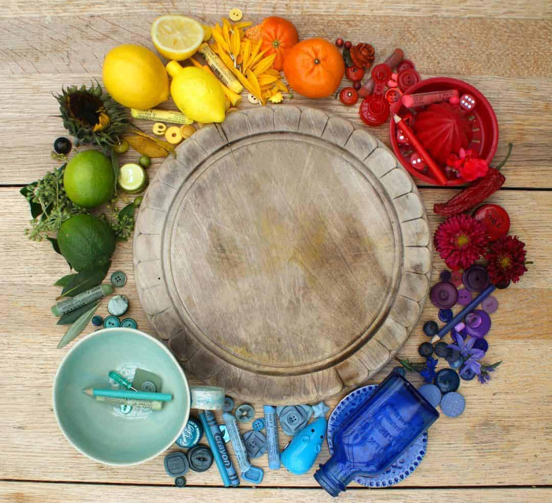colour wheel made with objects. Click through for loads of great creative ideas for working with colour