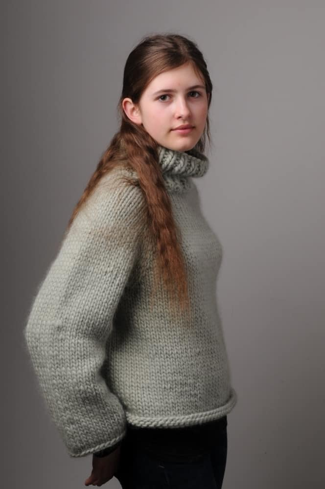 mrs moon chunky grey wool jumper knitting pattern project. Click through for more knitting pattern and how to DIY tutorials how to knit and how to crochet
