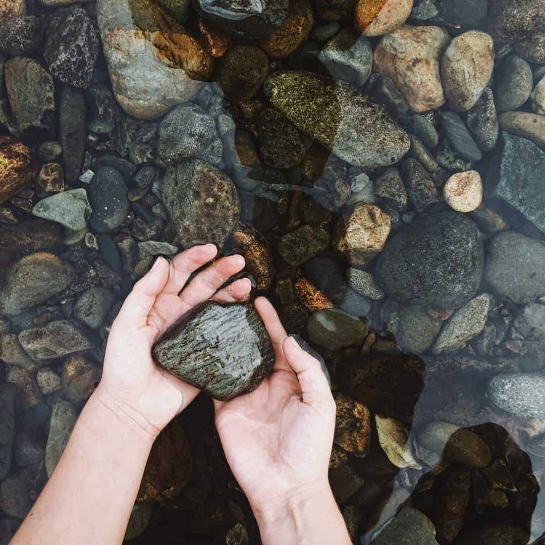 Love this shot of grey stones and hands in clear river water. Slow living in Snowdonia, wales. Meet creative business coach, marketing mentor and blogger Simple and Season Kayte Ferris. She shares a little of the story behind her slow living lifestyle in Snowdonia as well as tips for achieving a more soulful lifestyle wherever you live