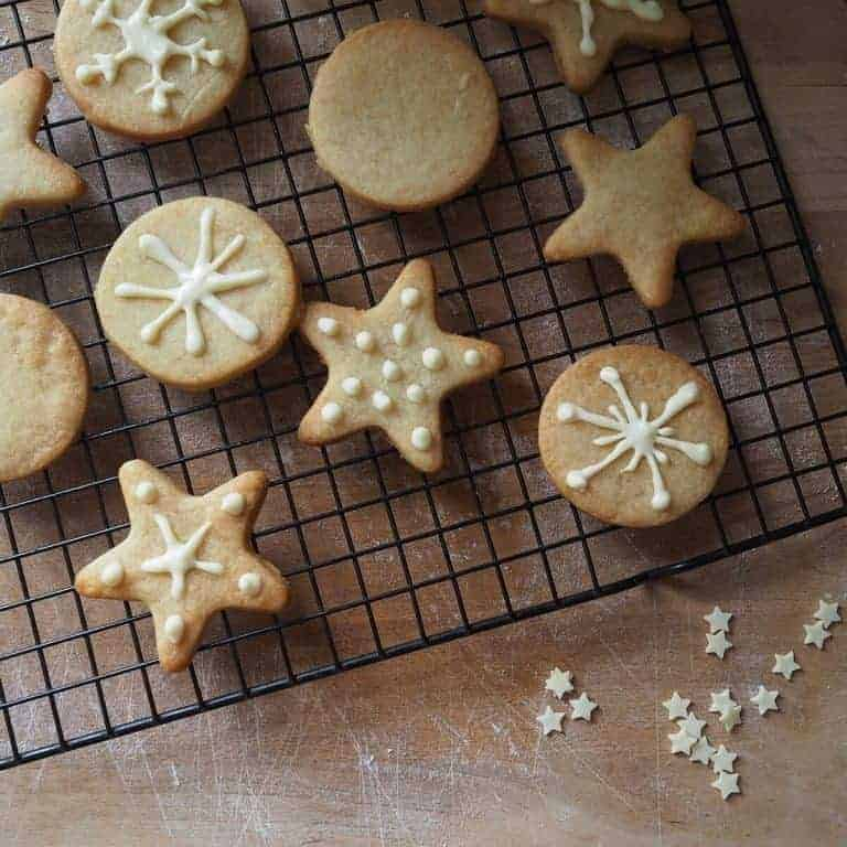 Love these simple iced christmas biscuits. Click through to discover 91 magazine editor Caroline Rowland's Christmas wish list. You'll love it...
