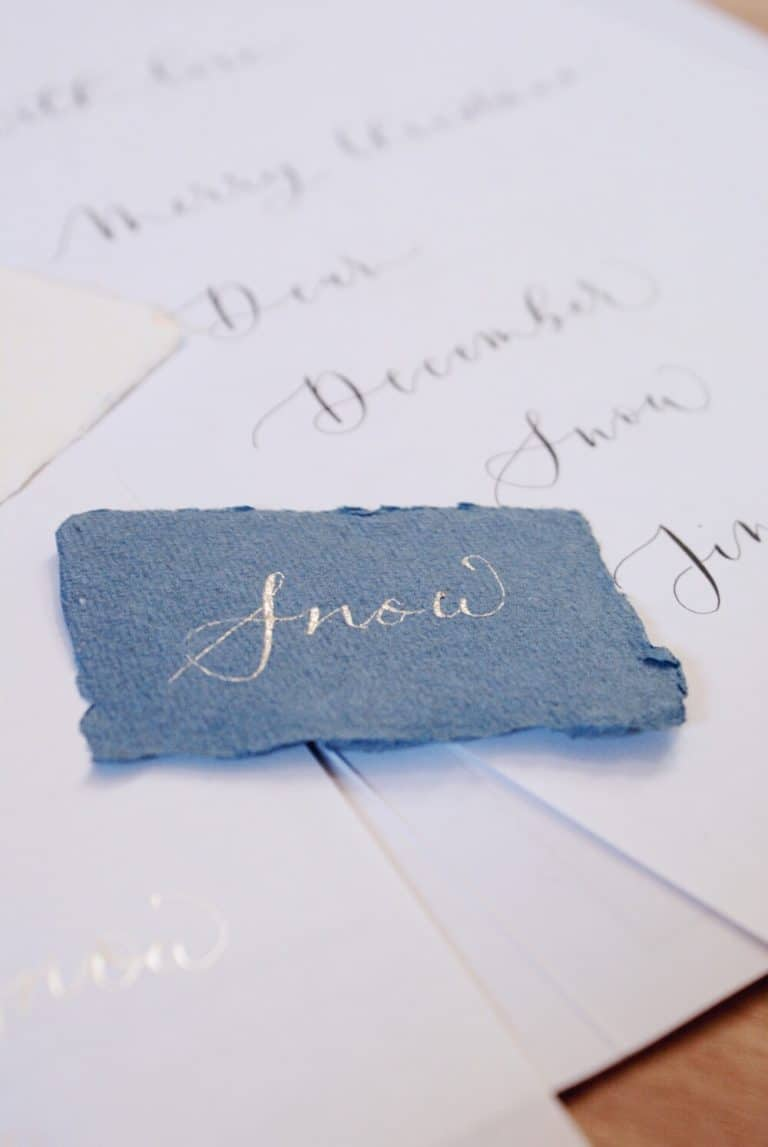 love modern calligraphy. Click through to get simple ideas for trying out at home for Christmas