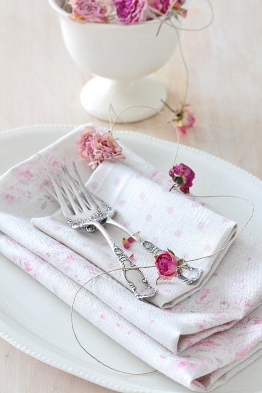 love this pretty pink roses rosebud linen and polka dot pink linen napkins by Peony & Sage. Click through for more details and to discover more beautiful faded floral linens you'lll ove